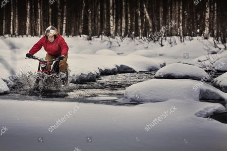 Dougie Lampkin performs during the Tundra Trial in Lainiotie