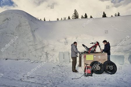 Preparation for the Tundra Trial with Dougie Lampkin in the Snow Village in Lainiotie