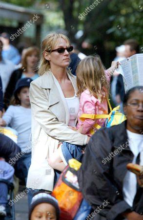 Editorial photo of UMA THURMAN WITH CHILDREN AT BRONX ZOO, NEW YORK, AMERICA - 11 OCT 2003