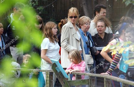 Stock Picture of UMA THURMAN WITH DAUGHTER MAYA RAY THURMAN HAWKE