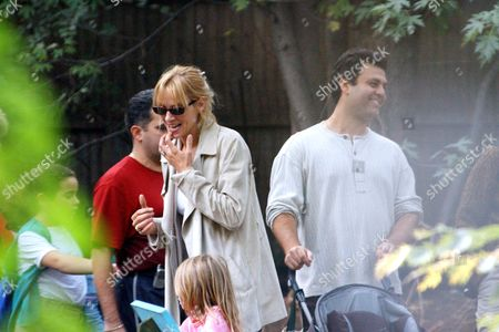 Editorial image of UMA THURMAN WITH CHILDREN AT BRONX ZOO, NEW YORK, AMERICA - 11 OCT 2003
