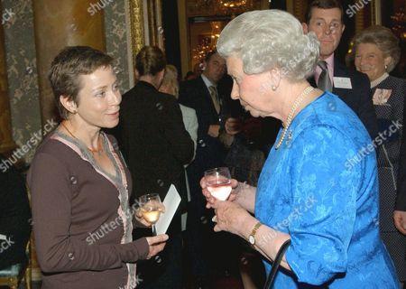 Queen Elizabeth II greeting cancer sufferer Jane Tomlinson