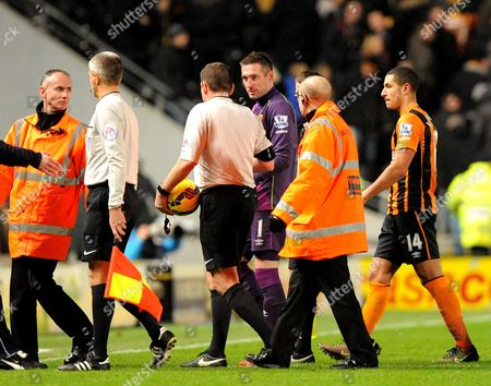 Goalkeeper Allan McGregor of Hull City confronts Referee Phil Dowd at the final whistle