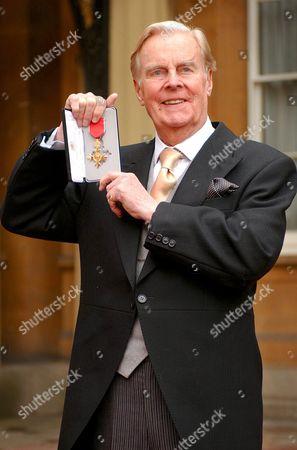 IAN CARMICHAEL RECEIVES OBE