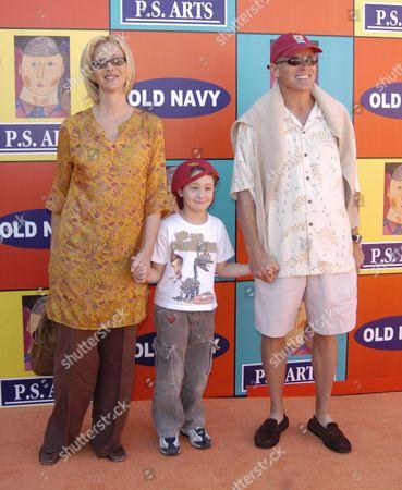 Lisa Kudrow, Michel Stern, and Julian