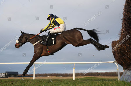 BLACKWATER KING and Jason Maguire win for trainer Donal mcCain at Musselburgh