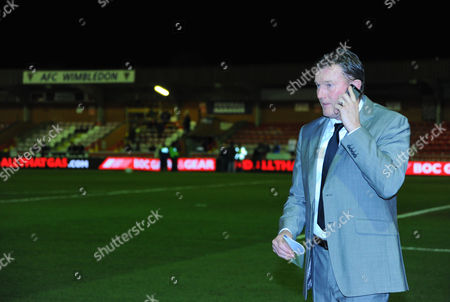 1988 FA Cup final hero Dave Beasant on his phone before kick off