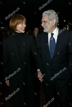 Leigh Taylor-Young and Omar Sharif
