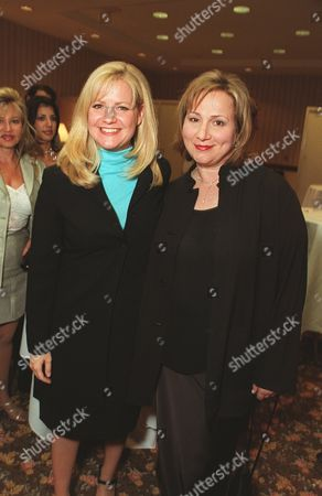 20000609  Los Angeles Bonnie Hunt and Mimi Leder at the Women In Film 24th Annual Crystal Awards Luncheon at the Century Plaza Hotel Photo®Eric Charbonneau/BEI    A005752-7