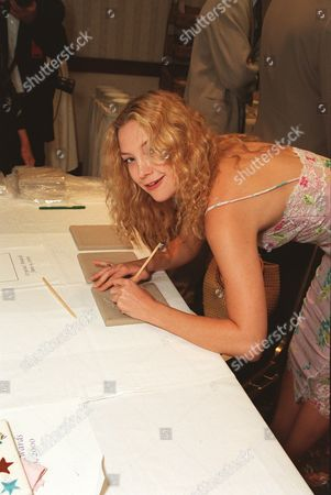 20000609  Los Angeles Kate Hudson at the Women In Film 24th Annual Crystal Awards Luncheon at the Century Plaza Hotel and hosted by the mother-daughter team of Goldie Hawn and Kate Hudson. Photo®Eric Charbonneau/BEI    A005755-1