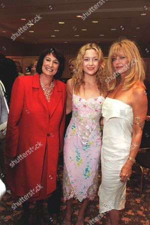 20000609  Los Angeles Hollace Davids with Goldie Hawn and Kate Hudson at the Women In Film 24th Annual Crystal Awards Luncheon at the Century Plaza Hotel and hosted by the mother-daughter team of Goldie Hawn and Kate Hudson. Photo®Eric Charbonneau/BEI    A005755-22