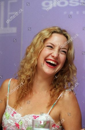 20000609  Los Angeles Kate Hudson  at the Women In Film 24th Annual Crystal Awards Luncheon at the Century Plaza Hotel and hosted by the mother-daughter team of Goldie Hawn and Kate Hudson. Photo®Eric Charbonneau/BEI    A005759-13