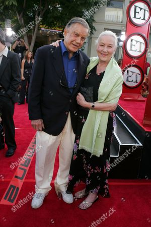 Cliff Robertson and Rosemary Harris
