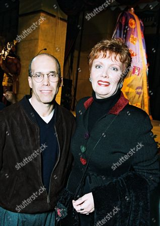 """20001030 Jeffrey Katzenberg and Maureen McGovern at the World Premiere of the DreamWorks Animated Family Classic """"Joseph: King Of Dreams"""" at the Historic Egyptian Theater. Photo®Eric Charbonneau/Berliner Studio/BEI A011208-31"""
