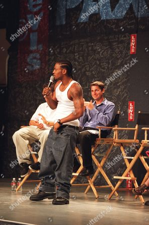 6/7/00  Los Angeles, CA  Levi's¿ Presents D'Angelo  D'Angleo adressses 2,000 students at  L.A.'s Hamilton High School to announce his Levi's¿ Presents D'Angelo summer tour as well as to take part in a national initiative to end gun violence. Also pictured: Dan Gross, co-founder of PAX, the anti-violence organization benefitting from D'Angelo's summer tour.   For further caption or photo content information, please call Jared Dougherty at 212 448 4238 Photo ® Alex Berliner/BEI