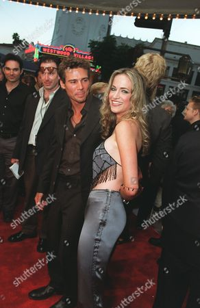 20000717 Ethan Erickson and Lori Heuring at the Warner Bros' premiere of The In Crowd. Photo®Eric Charbonneau/BEI     A006934-28