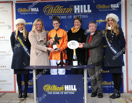Jennie Priest presents to Lizzie Kelly, Jane Williams and Len Jakeman after Tea For Two had won the William Hill Lanzarote Handicap Hurdle at Kempton.