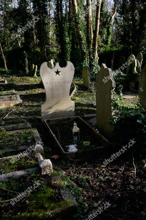 Stock Image of Sheila Gish's grave, Highgate East Cemetery.