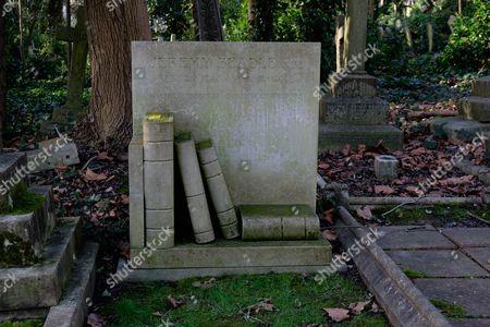 Jeremy Beadle's grave, Highgate East Cemetery.