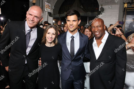 HOLLYWOOD, CA - SEPTEMBER 15: Lionsgate's Joe Drake, Lionsgate's Alli Shearmur, Taylor Lautner and Director John Singleton at Lionsgate's World Premiere of 'Abduction' at Grauman's Chinese Theatre on September 15, 2011 in Hollywood, California. Joe Drake Alli Shearmur Taylor Lautner John Singleton