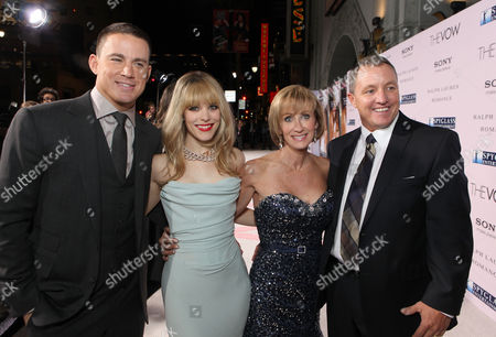 HOLLYWOOD, CA - FEBRUARY 06: Channing Tatum, Rachel McAdams, Krickitt Carpenter (who inspired the story) and Kim Carpenter (who inspired the story) at Screen Gems' World Premiere of 'The Vow' held at Grauman's Chinese Theatre on February 6, 2012 in Hollywood, California. Channing Tatum Rachel McAdams Krickitt Carpenter Kim Carpenter