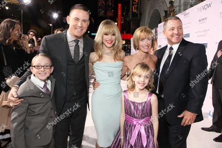 HOLLYWOOD, CA - FEBRUARY 06: Danny Carpenter, Channing Tatum, Rachel McAdams, Krickitt Carpenter (who inspired the story), Leeann Carpenter and Kim Carpenter (who inspired the story) at Screen Gems' World Premiere of 'The Vow' held at Grauman's Chinese Theatre on February 6, 2012 in Hollywood, California. Danny Carpenter Channing Tatum Rachel McAdams Krickitt Carpenter Leeann Carpenter Kim Carpenter