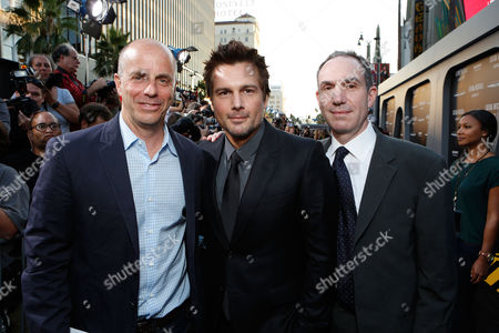 HOLLYWOOD, CA - AUGUST 01: Producer Neal H. Moritz, Director/Producer Len Wiseman and Producer Toby Jaffe at Premiere of Columbia Pictures 'Total Recall' at Grauman's Chinese Theatre on August 1, 2012 in Hollywood, California. Neal H. Moritz Len Wiseman Toby Jaffe