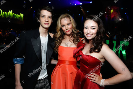 UNIVERSAL CITY, CA - AUGUST 05: Kodi Smit-McPhee, Leslie Mann and Jodelle Ferland at Focus Features 'ParaNorman' World Premiere at The Globe Theatre at Universal Studios on August 5, 2012 in Universal City, California. Kodi Smit-McPhee Leslie Mann Jodelle Ferland