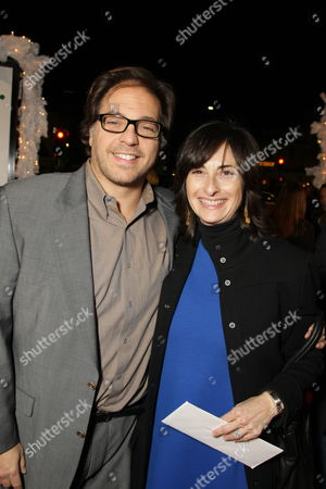 WESTWOOD, CA - DECEMBER 11: Fox' Jeffrey Godsick and Fox 2000's Carla Hacken at 20th Century Fox Premiere of 'Marley & Me' on December 11, 2008 at Mann's Village Theatre in Westwood, California.