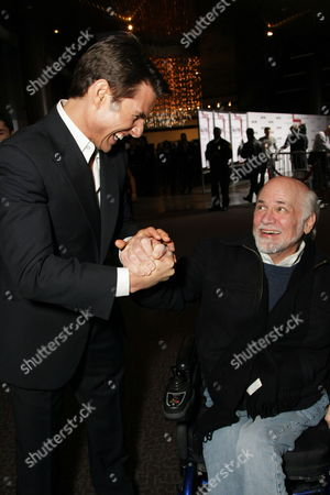 LOS ANGELES, CA - DECEMBER 18: **EXCLUSIVE** Tom Cruise and Ron Kovic at United Artists Pictures and MGM premiere of 'Valkyrie' on December 18, 2008 at the Directors Guild of America in Los Angeles, California.