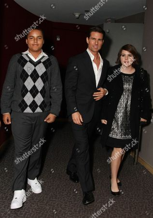 LOS ANGELES, CA - DECEMBER 18: **EXCLUSIVE** Connor Cruise, Tom Cruise and Isabella Cruise at United Artists Pictures and MGM premiere of 'Valkyrie' on December 18, 2008 at the Directors Guild of America in Los Angeles, California.