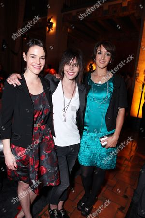 HOLLYWOOD, CA - JANUARY 14: Leisha Haile, Katherine Moenning and Jennifer Beals at Showtime's 2009 Winter TCA Party on January 14, 2009 at the Roosevelt Hotel in Hollywood, California.