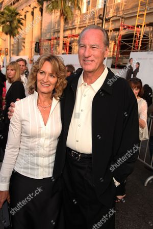 HOLLYWOOD, CA - JUNE 01: Doria Cook-Nelson and Craig T. Nelson at the World Premiere of Touchstone Pictures' 'The Proposal' on June 01, 2009 at the El Capitan Theatre in Hollywood, California.