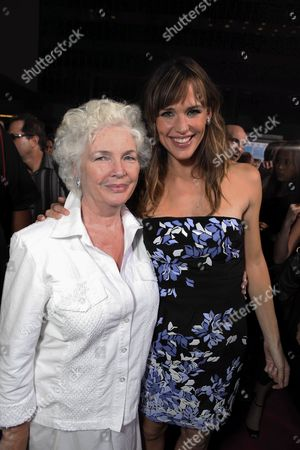 HOLLYWOOD, CA - SEPTEMBER 21: Fionnula Flanagan and Jennifer Garner at the U.S. Premiere of Warner Bros. Pictures' 'The Invention of Lying' on September 21, 2009 at Grauman's Chinese Theatre in Hollywood, California.