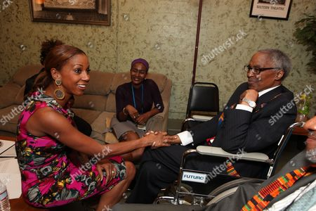 LOS ANGELES, CA - SEPTEMBER 22: **EXCLUSIVE** Holly Robinson Peete and Robert Guillaume at Artist for a new South Africa Jabulani Celebration on September 22, 2009 at Wiltern Theatre in Los Angeles, California.