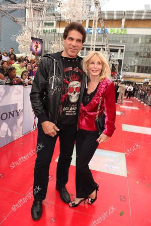LOS ANGELES, CA - OCTOBER 27: Lou Ferrigno and wife Carla Ferrigno at Columbia Pictures' Premiere of Michael Jackson's 'This Is It' on October 27, 2009 at the Nokia Theatre L.A. Live in Los Angeles, California.