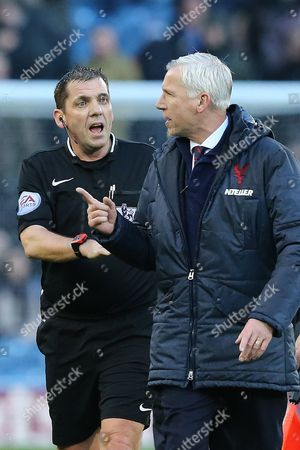 Crystal Palace Manager Alan Pardew remonstrates with referee Mr. Phil Dowd as they leave the pitch at half time