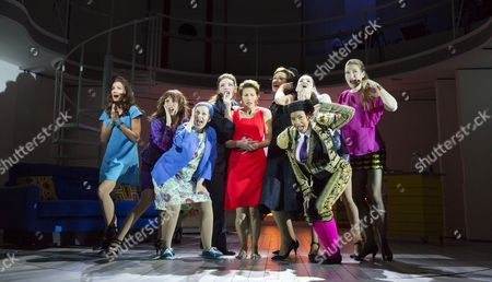 Anna Skellern (Candela), Rebecca McKinnis (ensemble), Sarah Moyle (ensemble), Willemijn Verkaik (Paulina), Tamsin Greig (Pepa Marco), Haydn Gwynne (Lucia), (front) Holly James (ensemble), (rear) Seline Hizli (Marisa), Marianne Benedict (ensemble)