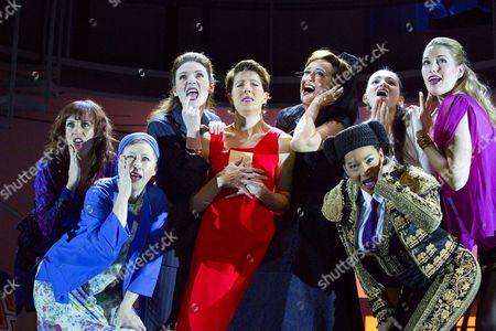 l-r: Rebecca McKinnis (ensemble), Sarah Moyle (ensemble), Willemijn Verkaik (Paulina), Tamsin Greig (Pepa Marco), Haydn Gwynne (Lucia), (front) Holly James (ensemble), (rear) Seline Hizli (Marisa), Marianne Benedict (ensemble)