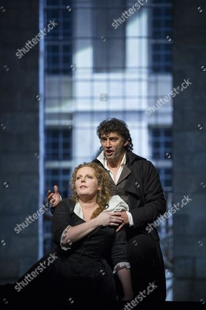 Jonas Kaufmann as Andrea Chenier, Eva-Maria Westbroek as Maddalena