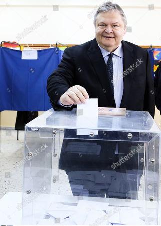 PASOK leader Evangelos Venizelos casts his ballot in Thesaloniki