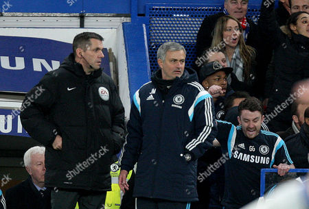 Jose Mourinho stops moaning at Phil Dowd after chelsea's winning goal.
