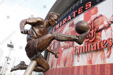 Dennis Bergkamp statue outside the Emirates Stadium