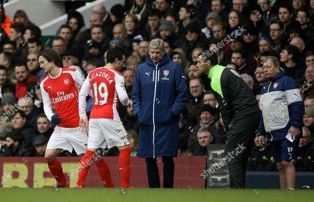Arsene Wenger Manager of Arsenal replaces Santi Cazorla of Arsenal  for Tomas Rosicky of Arsenal