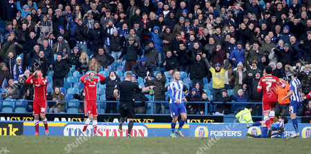 Ref Kevin Wright awards Sheff Weds a late penalty.