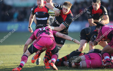 Dragons Andrew Coombs takes on Seb Jewell of London Welsh