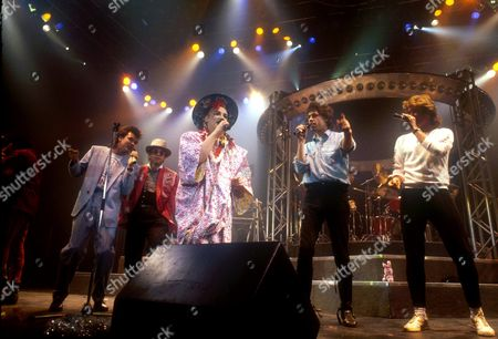 BOY GEORGE WITH ELTON JOHN, PAUL YOUNG, BOB GELDORF AND GEORGE MICHAEL PERFORMING THE BAND AID SONG DURING CULTURE CLUB'S SHOW, WEMBLEY ARENA, 1984, LONDON, BRITAIN