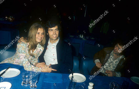 ALAN OSMOND AND WIFE SUZANNE AND WAYNE OSMOND BARACUDA RESTAURANT, LONDON, BRITAIN - 1974