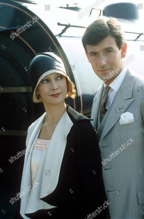 Stock Image of 'UNBREAKABLE ALIBI' - FRANCESCA ANNIS AND JAMES WARWICK