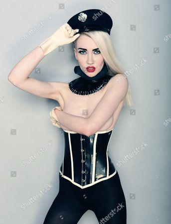 Blonde Electra - Ruby King